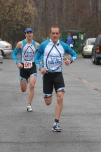 Sprinting fellow Snapple Lytewater Triathlete (and Duathlon World Champion) Todd Wiley at our local 2009 Doylestown Duathlon